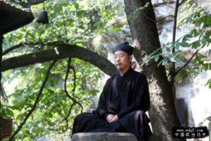 maestro Zhong Yun Long en Meditacion. Wudang Shan.